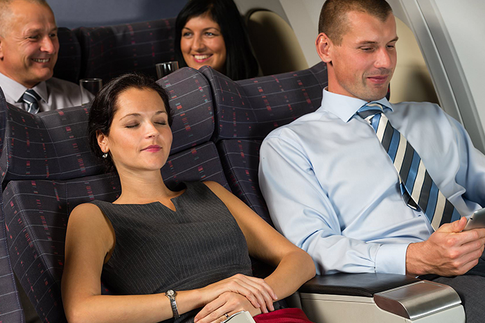 Let Middle-Seat Passengers Take The Armrests